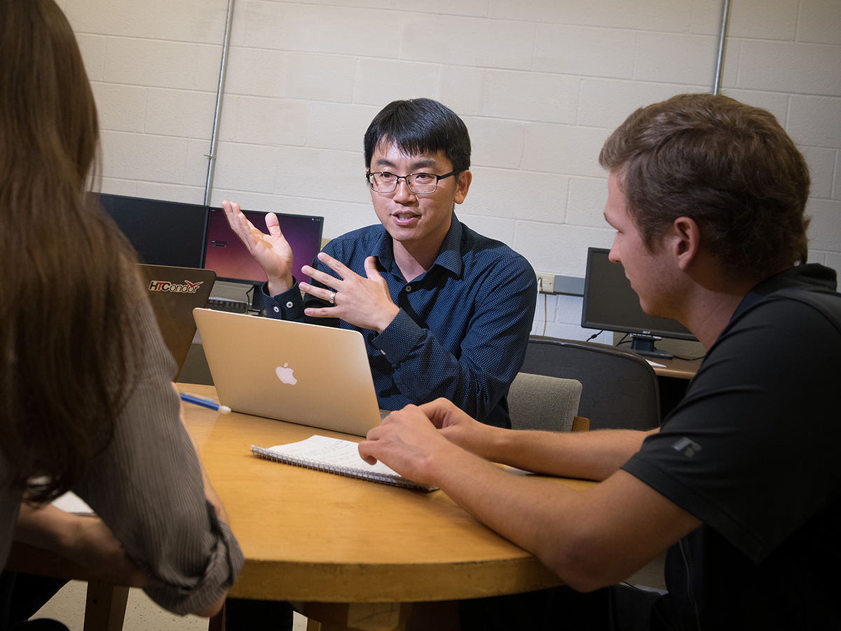 Jae Sung Park, assistant professor with UNL's Department of Mechanical & Materials Engineering, meets with students on his research team. Park earned a 2018 EPSCoR Research Fellow (Track-4) Award from the National Science Foundation.